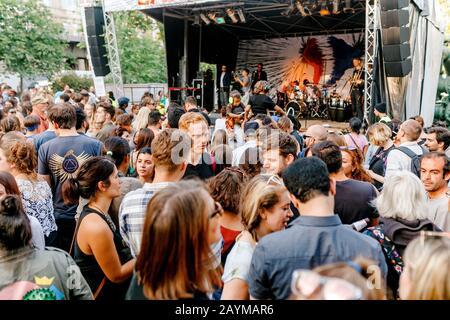Berlin, ALLEMAGNE - 20 MAI 2018 : foule de personnes lors d'un concert en plein air Banque D'Images