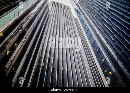 Lignes de construction abstraites et réflexions, City of London, Royaume-Uni Banque D'Images