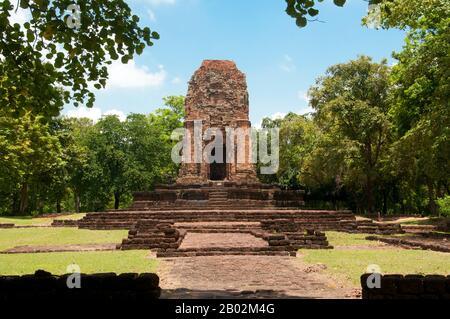 Si Thep, aussi Sri Thep, (7ème - 14ème siècle ce) est une ancienne ville ruinée dans le nord-est de la Thaïlande. De nombreuses structures architecturales demeurent encore pour indiquer sa prospérité passée. Il était autrefois le centre de contact entre le Royaume de Dvaravati dans le bassin de la plaine centrale de Thaïlande et le Royaume des Khmers dans le Nord-est. Une twin- ville, il y avait plus d'une centaine de sites anciens tous construits avec des briques et de la laterite. Il y a aussi des restes de plusieurs étangs répartis dans toute la région. La plupart des reliques anciennes recouvrées sont architecturales par nature, telles que les linteaux élaborés et les pierres sema. Quelques-uns des