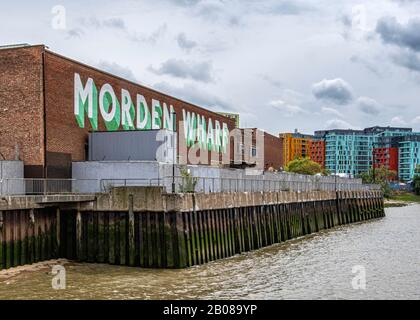 Vue sur la Tamise sur Morden Wharf & Enderby Wharf nouveaux appartements modernes. Greenwich, Londres, Royaume-Uni Banque D'Images