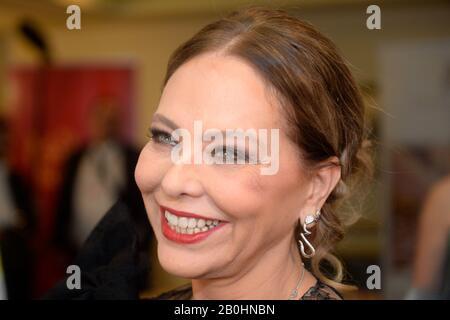Vienne, Autriche. 20 février 2020. Photocall avec Ornella Muti en soirée pour le bal de l'Opéra 2020 à Vienne. Crédit: Franz Perc / Alay Live News Banque D'Images