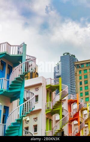 Escaliers en spirale colorés à Bugis Village, Singapour, République de Singapour Banque D'Images