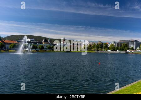 Bergen, NORVÈGE - Lille Lungegårdsvannet, un petit lac de la ville de Bergen. Banque D'Images