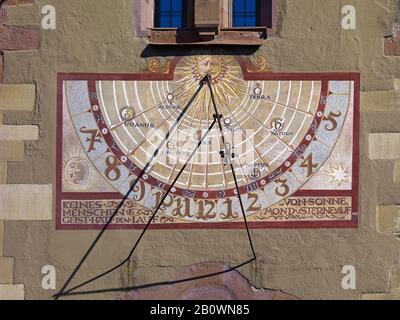 Sundial À La Vieille Mairie De Grafeneckart À Wuerzburg, Basse-Franconie, Bavière, Allemagne, Europe Banque D'Images