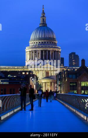 Cathédrale St Paulñís Et Millennium Bridge, Londres, Royaume-Uni