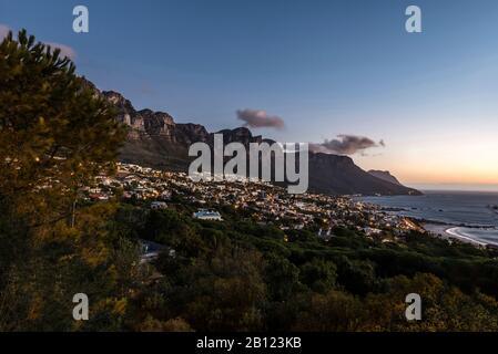 Camps Bay En Soirée, Le Cap, Le Cap Occidental, L'Afrique Du Sud, L'Afrique Banque D'Images