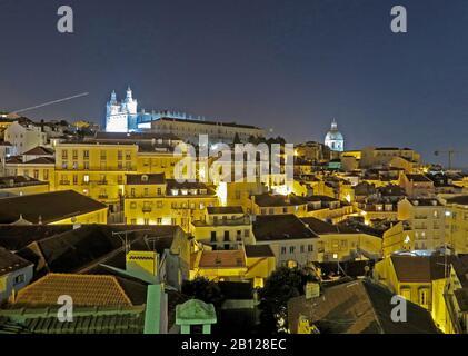 Vue de Santa Luzia point de vue vers la cathédrale Saint-Vincent et le Panthéon national d'Alfama. Banque D'Images