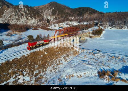 Chemin de fer transsibérien, au lac Baïkal, Russie