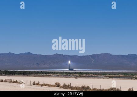 Centrale solaire thermique IVANPAH, désert de Mojave, Nipton, Californie, États-Unis Banque D'Images