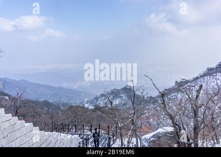 Parc national de Bukhansan, vue de la montagne de Bukhan surplombant Séoul, Corée du Sud Banque D'Images