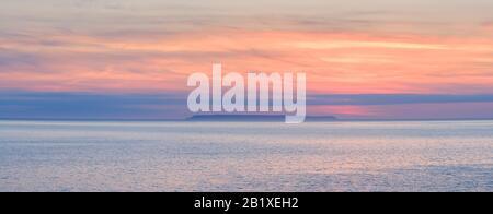 Coucher de soleil sur Lundy Island, North Devon, Lundy, romantique, calme, paisible, tranquille, sérénité, côte, vie côtière, Sud-Ouest, vie de Devon Royaume-Uni Banque D'Images