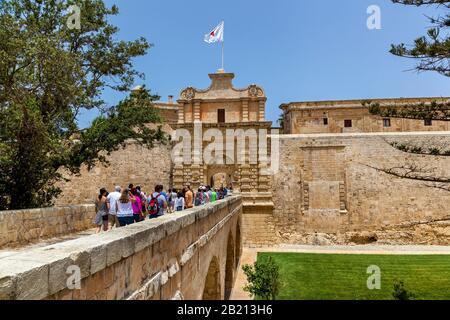 Malte Valletta le 16 juin 2019 : une vue magnifique sur le monument architectural de Mdina, Malte. La porte principale dans la ville fortifiée sur le fond Banque D'Images