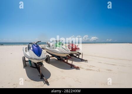 Diani Beach location jet ski sports nautiques activités sur la plage à Zanzibar et Watamu. Trois jet-skies à louer