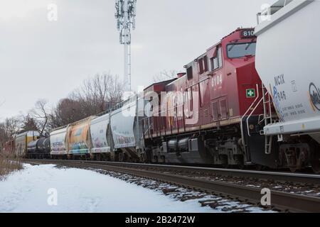 Train de marchandises canadien Pacifique Toronto quartier du centre-ville de l'Ontario dans la neige hivernale Banque D'Images