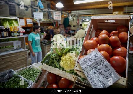 MENDOZA, ARGENTINE, 19/12/2017. Greengrocery, vente de légumes et de fruits, Mercado Central, Mendoza City. Foto: Axel Lloret / www.allofotografia.co
