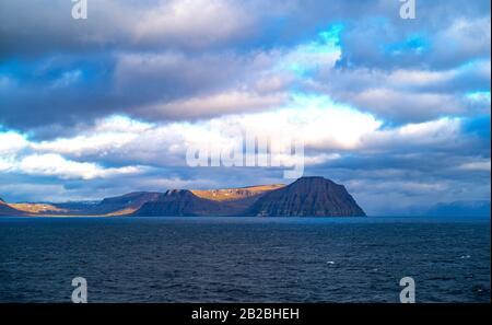 Isafjordur, Islande, paysage marin des fjords de l'ouest dans la région près du village