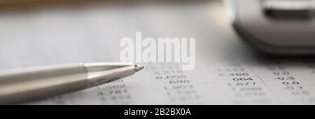 Le personnel rédige un rapport