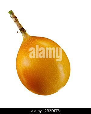 Granadilla ou fruit de passion jaune isolé sur fond blanc avec chemin de découpe Banque D'Images