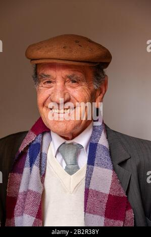 Portrait of smiling elderly man, Sassari, Sardaigne, Italie