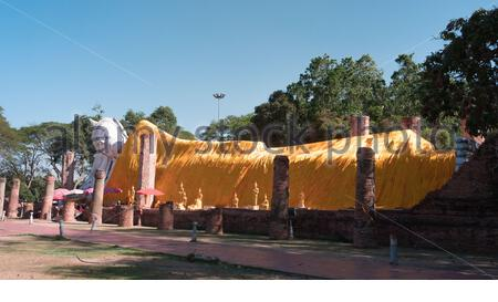 Bouddha, Bouddha Endormi (Wat Khun Inthapramun) province d'Ang thong, Pays Thaïlande Banque D'Images