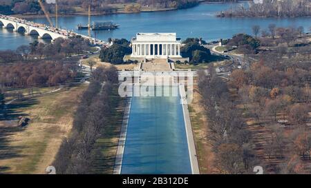 Le Lincoln Memorial vu du sommet du Washington Monument. Banque D'Images
