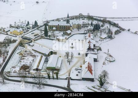 Kloster Oelinghausen, monastère Oelinghausen à Arnsberg Holzen, 26.01.2013, vue aérienne, Allemagne, Rhénanie-du-Nord-Westphalie, Sauerland, Arnsberg Banque D'Images