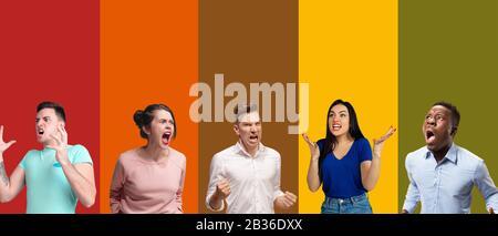 Portrait du groupe de personnes émotionnelles sur fond multicolore. Brochure, collage en 5 modèles. Concept d'émotions humaines, expression faciale, ventes, publicité. Colère criant, criant, dérangement. Banque D'Images
