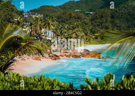 Vue imprenable sur la célèbre plage d'Anse Intendance, Mahe, Seychelles. Banque D'Images