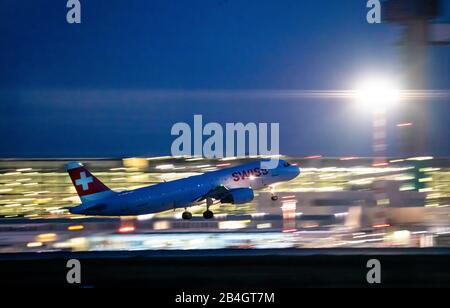 Aéroport international de DŸsseldorf, DUS, avion au décollage, Airbus SUISSE,