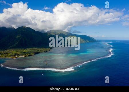 Vue aérienne de Teahupoo, Tahiti, Polynésie Française
