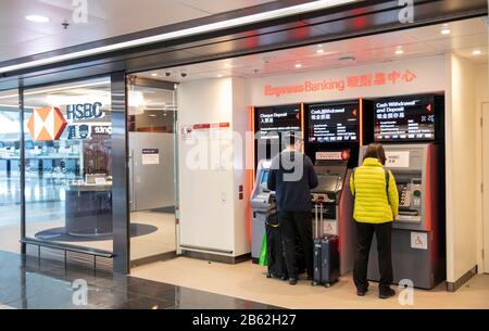 Hong Kong, Chine : 06 Mars 2020. Aéroport International De Hong Kong Hsbc Atm Jayne Russell/Alay Stock Image