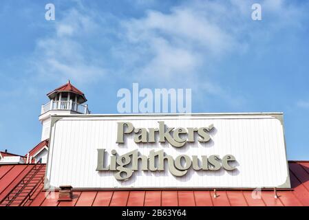 Long BEACH, CALIFORNIE - 06 MARS 2020: Gros plan du phare de Parkers un restaurant de fruits de mer à Shoreline Village à Rainbow Harbour. Banque D'Images