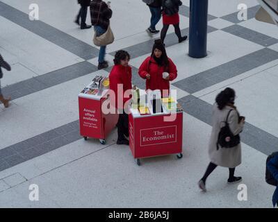 The Economist, a mis sur pied pour promouvoir le magazine The Economist à Liverpool Street Banque D'Images