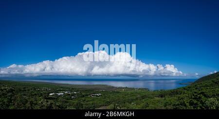 Vue sur la mer et le nuage sur le ciel, le sud de Kona, Hawaï, États-Unis