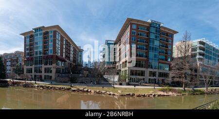 Vue panoramique sur le centre-ville de Greenville, Caroline du Sud, le long de la rivière Reedy Banque D'Images