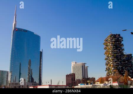 Milan, province de Milan, Italie - 30 mars 2019 : vue sur la tour Unicredit dans le centre de la Piazza Gae Aulenti Banque D'Images