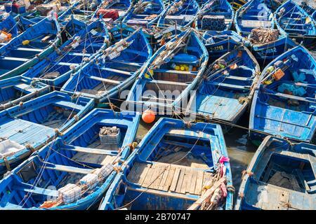 Le Maroc, Marrakesh-Safi Marrakesh-Tensift-El Haouz (région), Essaouira. Bateaux dans le port de pêche. Banque D'Images