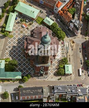 L'église principale protestante de Saint-Michaelis, appelée Michel, est la plus célèbre église de Hambourg, 12.08.2012, vue aérienne, Allemagne, Hambourg Banque D'Images