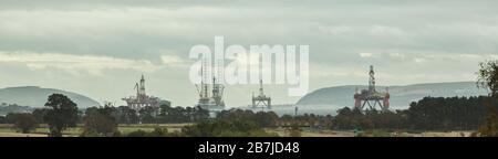 Les installations pétrolières et gazières de la mer du Nord attendent des travaux d'entretien et de rénovation dans les eaux abritées du Firth Cromarty, de la baie Nigg, d'Alness, en Écosse