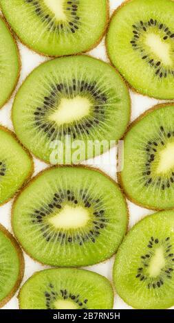 Photo abstraite d'un fond de fruits kiwi en tranches vertes. Bannière