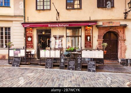 16 septembre 2018 : Stockholm, Suède - Restaurant Kaffegillet, Gamla Stan, avec tableaux noirs à l'extérieur sur le pavé avec menu. Banque D'Images
