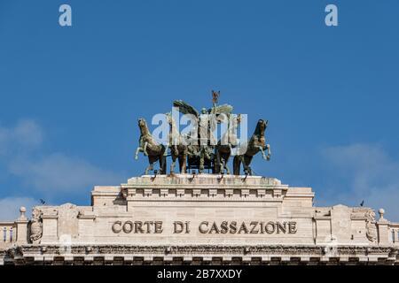 Quadriga sur le Palais de Justice (Palazzo Di Giustizia), Rome, Italie Banque D'Images