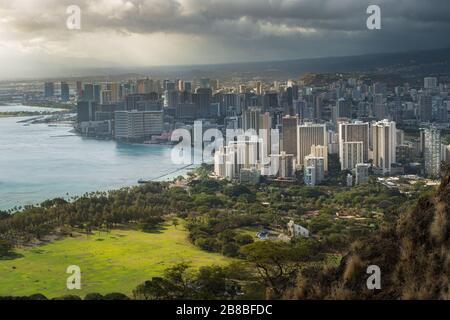 Vue sur le centre-ville d'Honolulu depuis Diamond Head Hawaii Banque D'Images