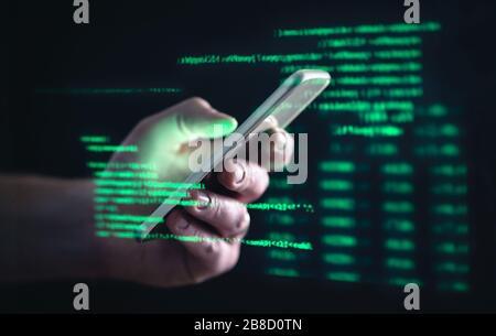 Darkweb, darknet et le concept de piratage. Pirate avec téléphone portable. Homme utilisant le Web sombre avec smartphone. Fraude par téléphone portable, escroquerie en ligne et cyber-sécurité.
