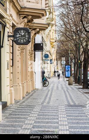 Prague, république tchèque - 19 mars 2020. Rue la plus chère Parizska avec des magasins exclusifs sans personnes pendant la crise du coronavirus et l'interdiction de Voyage Banque D'Images
