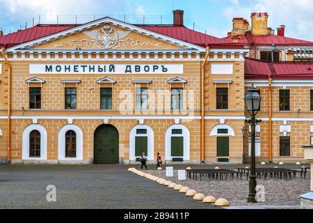 Saint-Pétersbourg, Russie, 15 juillet : vue sur la façade du bâtiment à la menthe de Saint-Pétersbourg dans la forteresse Pierre-et-Paul le 15 juillet 201 Banque D'Images
