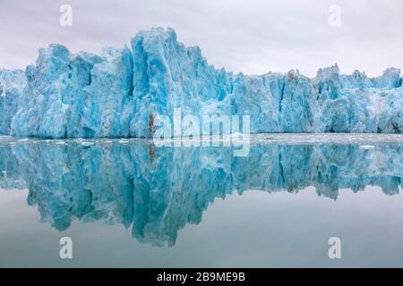 Monacobreen, glacier à Haakon VII Terre qui se dénoue dans Liefdejorden, Spitsbergen / Svalbard, Norvège
