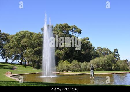 PERTH - 23 MARS 2020:fontaine d'eau à Kings Park et jardin botanique.Kings Park est une attraction touristique majeure à Perth Western, Australie.