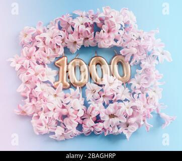 1 000 abonnés. Modèle pour réseaux sociaux, blogs. Arrière-plan avec pétales de fleur rose. Bannière de célébration des médias sociaux. 1 000 fans de communauté en ligne Banque D'Images