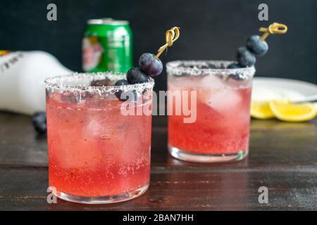 Bleuets à la noix de coco : cocktails à base de bleuets, de rhum à la noix de coco et de gingembre